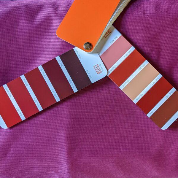 Rotviolett-Tuchschlaufe-Yogatuch-Vertikaltuch2.jpg